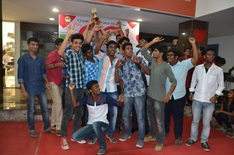 Vivekananda College, at Laugh o mania