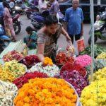 Frenetic shopping on mada streets for Vinayaka Chaturthi