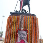 Governor, CM and people pay tribute to Gandhi at his statue on Marina