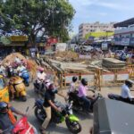 Traffic in chaos at R. K. Mutt Road junction; cause is civic work