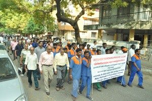 Walk around Mandavelipakkam: to coax people to dispose garbage