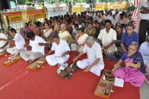 GANDHIJAYANTHI celebrates by Madras Sarvodaya Sangh  Khadi Gramodyog Bhavan, at chennai beach gandhi statue . on 2-10-13 morning