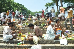 mahalaya amavasai at mylapore temple tank on 4-10-13
